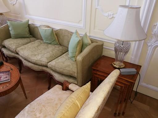 Százéves bútorok a brit nagykövetségen, Kép: László Márta