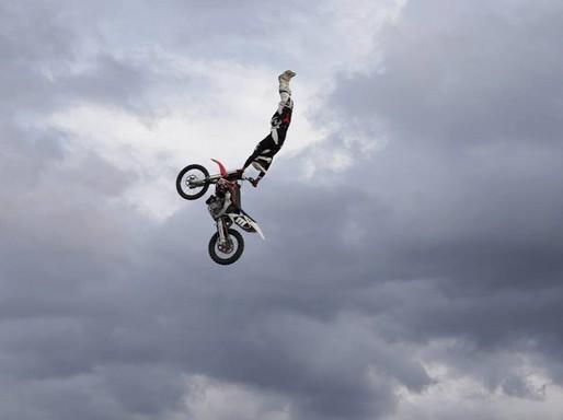 Hujber Péter motoros repülése, Kép: sajtóanyag