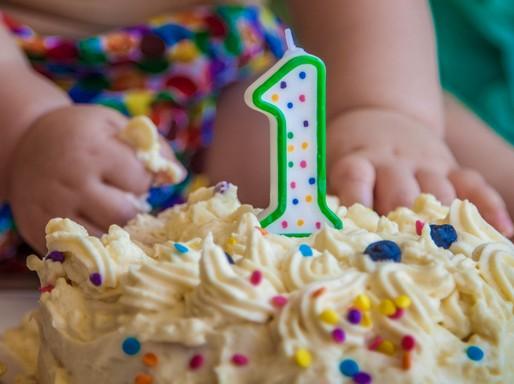 Egyéves szülinapi torta, közeli, Kép: sudcrem