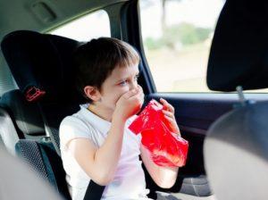 Gyerek rosszul van a kocsiban, Kép: homeopatia.info.hu