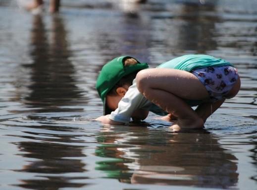 Kisfiú, nyár, víz, Kép: pxhere