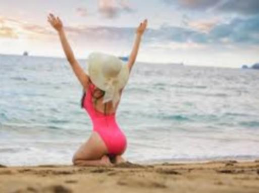 Lány tengerparton, Kép: pxhere
