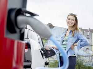 Elektromos autó töltése, Kép: e.on