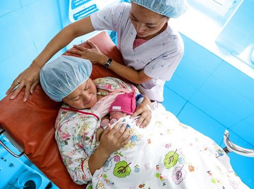 Mongol kismama gyermekével, Kép: ENSZ, WHO