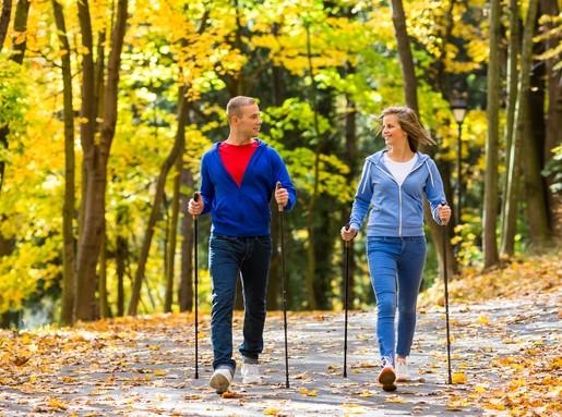Fiatal pár, nordic walking, Kép: sajtóanyag